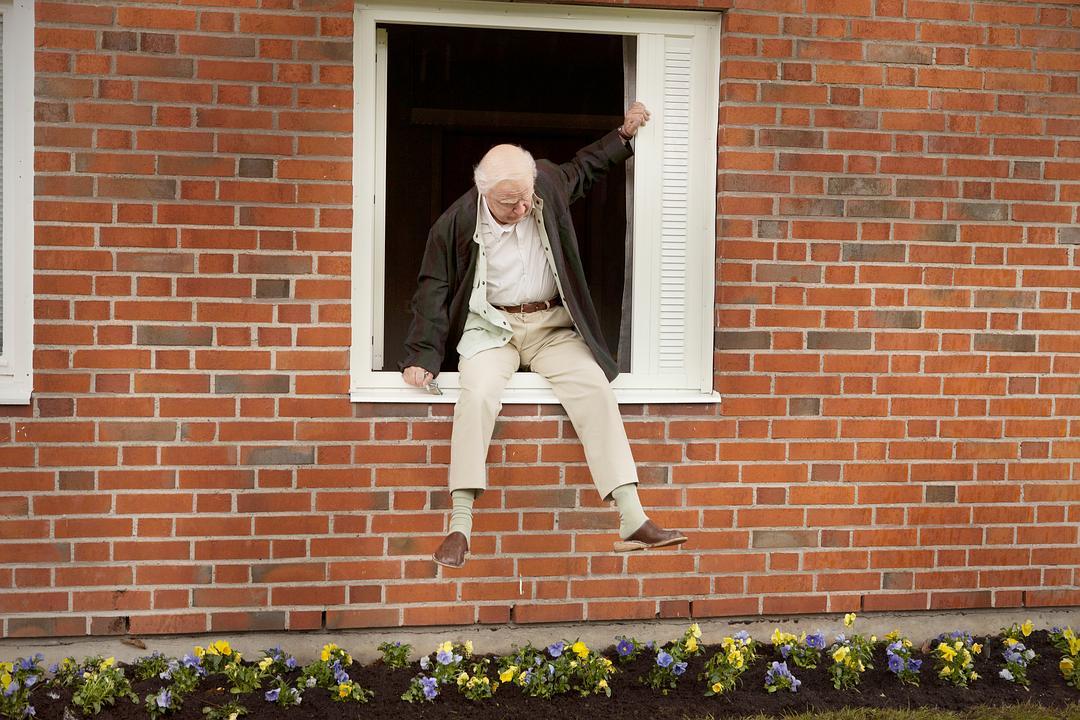 百岁老人跷家去 蓝光高清MKV版/百岁老人跷家记 / 百岁老人翘家去 / 翻窗户消失的百岁老人 / 老而嚟癲(港) / The 100-Year-Old Man Who Climbed Out the Window and Disappeared 2013 Hundraåringen som klev ut genom fönstret och försvann 8.8G